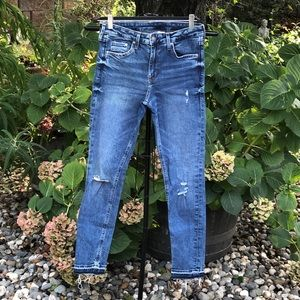 NWOT H&M Distressed Skinny Jeans w/ Dyed Raw Hem